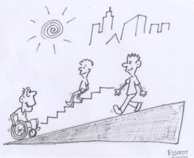 Pessoa em cadeira de rodas sobe uma rampa com inclinação adequada e cruza-se com uma pessoa sem deficiência, que usa a mesma rampa; ao fundo, outra pessoa desce escadas.
