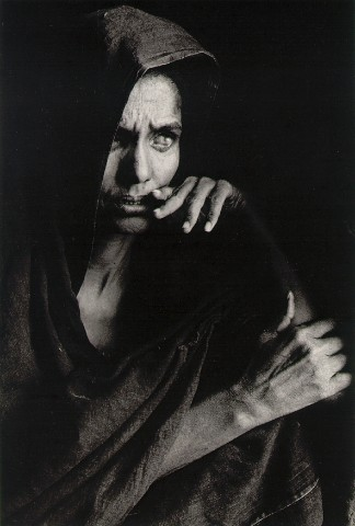 Blind Woman Mourning - fotografia de Sebastião Salgado, Mali 1985