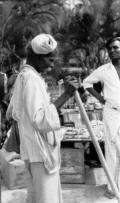 Cena de rua-Kandy-SriLanka-JoeHeydecker-1957