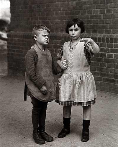 Crianças cegas congénitas - fotografia de August Sander, 1930-31