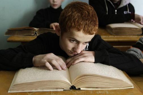 Escola para criancas cegas em Tbilisi, Georgia - foto de David Mdzinarish, 2010