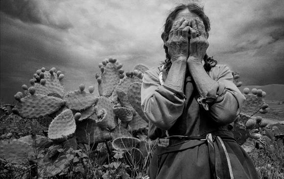 Andrea Islas Garcia - camponesa, cega devido a cataratas - fotografia de Marco Antonio Cruz, 1998